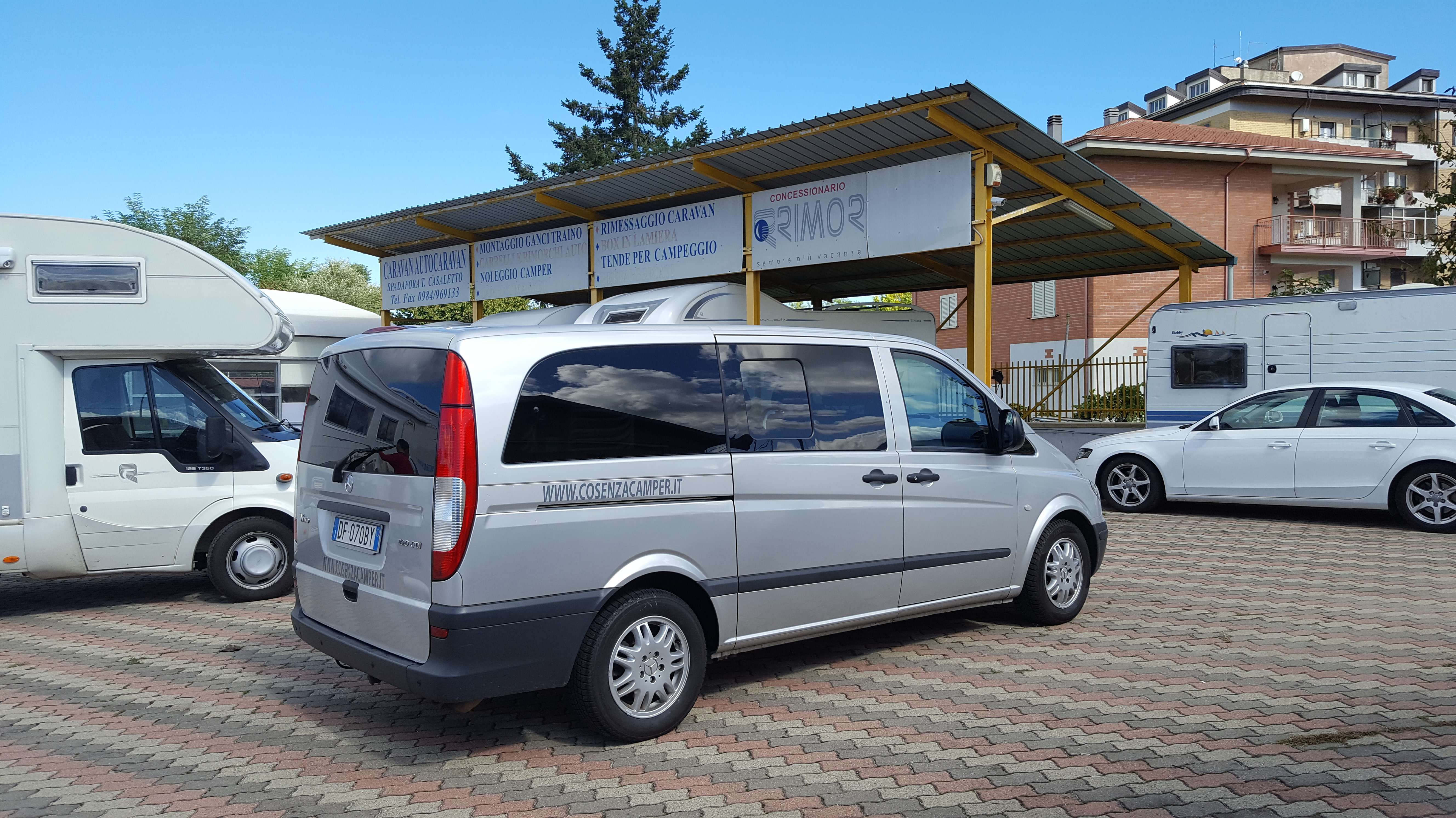 noleggio-furgone-9-posti-extra-comfort-caravan-2