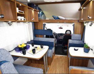 noleggio-camper-5-7-posti-extra-comfort-caravan-nehmo-interni2