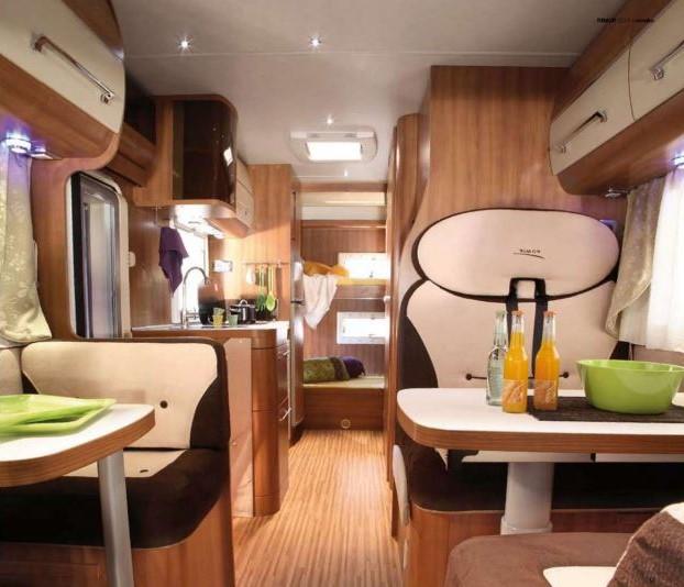 noleggio-camper-5-7-posti-extra-comfort-caravan-nehmo-interni3