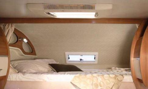 noleggio-camper-5-7-posti-extra-comfort-caravan-nehmo-interni4