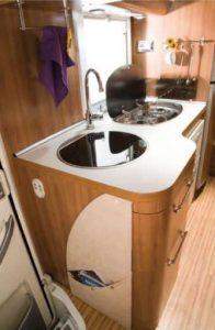 noleggio-camper-5-7-posti-extra-comfort-caravan-nehmo-interni5
