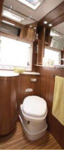 noleggio-camper-5-7-posti-extra-comfort-caravan-nehmo-interni7