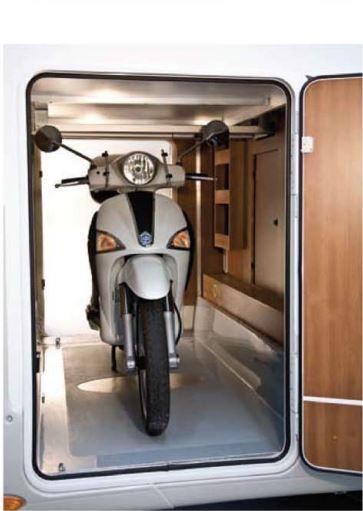 noleggio-camper-5-7-posti-extra-comfort-caravan-nehmo-interni9