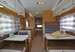 noleggio-camper-5-7-posti-extra-comfort-caravan-nehmo-interni11