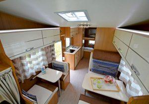 noleggio-camper-5-7-posti-extra-comfort-caravan-nehmo-interni12