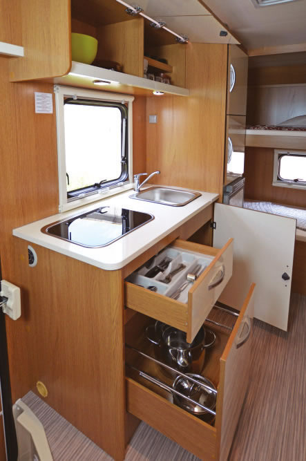 seal 7-7-posti-extra-comfort-casaletto-cosenza-camper-noleggio